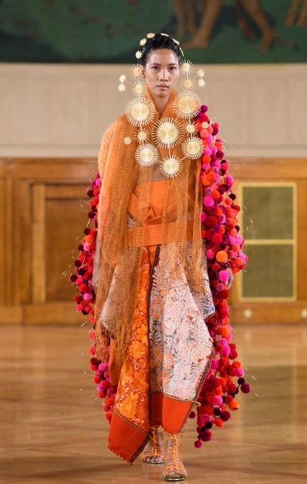 marizio galante resplandor haute couture collection cosmogonique bijoux sur ensemble tricot