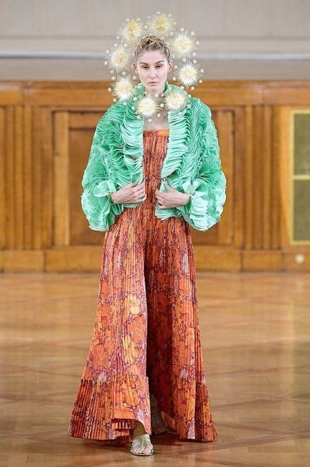 marizio galante resplandor haute couture collection cosmogonique ensemble plissé