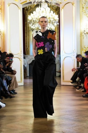 Imane Ayissi : premier défilé PFW Haute Couture ensmnle pantalon