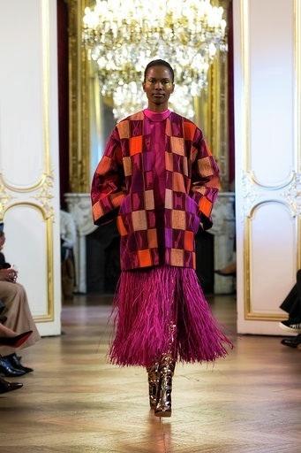 Imane Ayissi : premier défilé PFW Haute Couture manteau