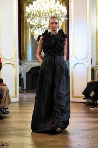 Imane Ayissi : premier défilé PFW Haute Couture robe noire