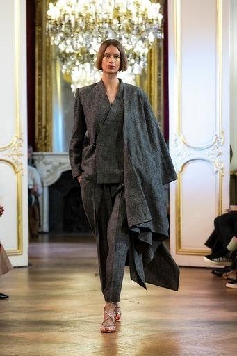 Imane Ayissi : premier défilé PFW Haute Couture tailleur