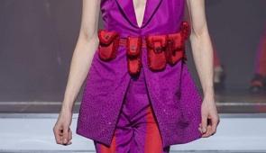 On Aura Tout Vu haute couture SS 20 : mon truc en plumes detail ceinture pantalon