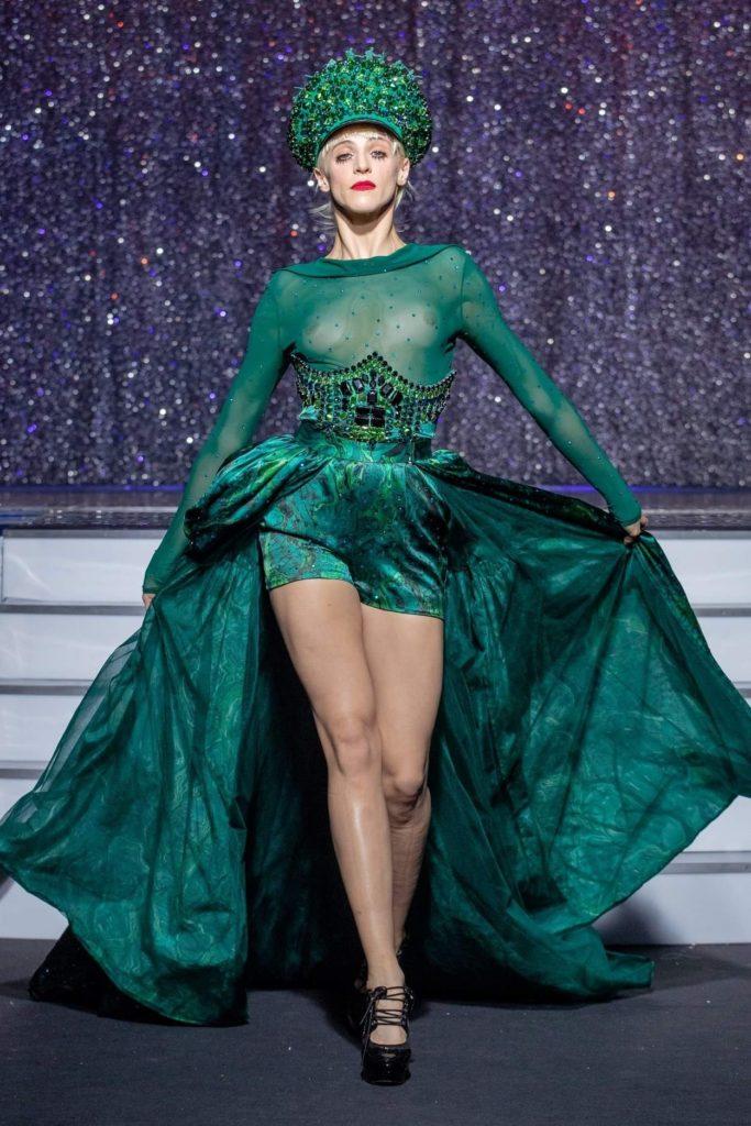 On Aura Tout Vu haute couture SS 20 : mon truc en plumes ensemble vert