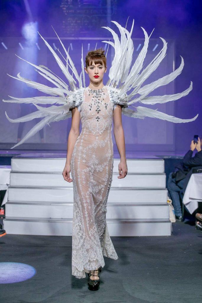 OATV vision osée de la mode robe blanche